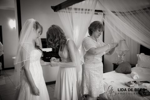 Moon-and-sixpense-wedding-photography-32